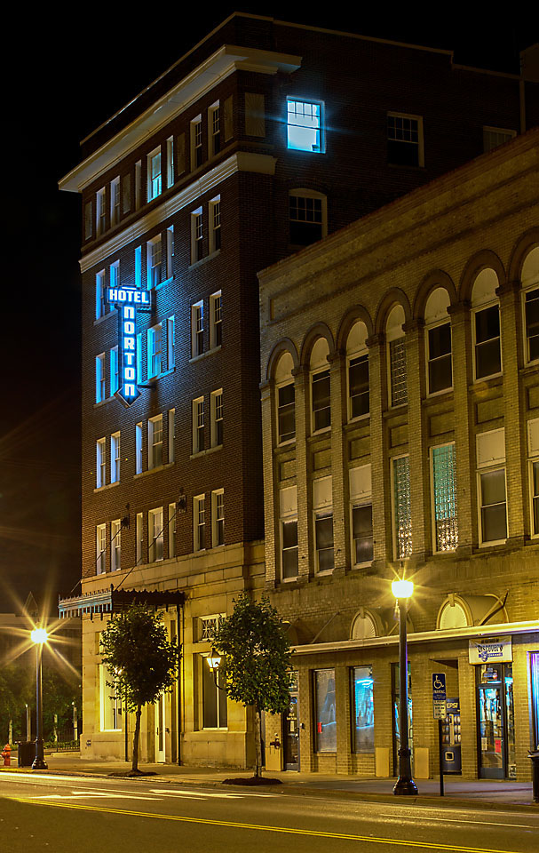 Hotel Norton at Night